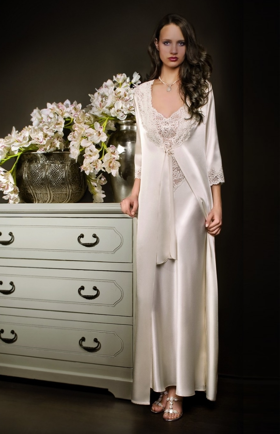 long white satin and lace negligee and nightgown set With robe nuisette dentelle