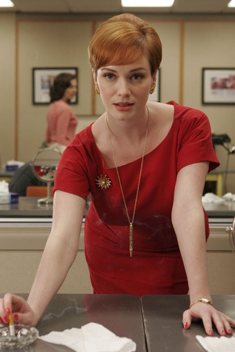Christina Hendricks alias Joan Holloway dans Mad Men
