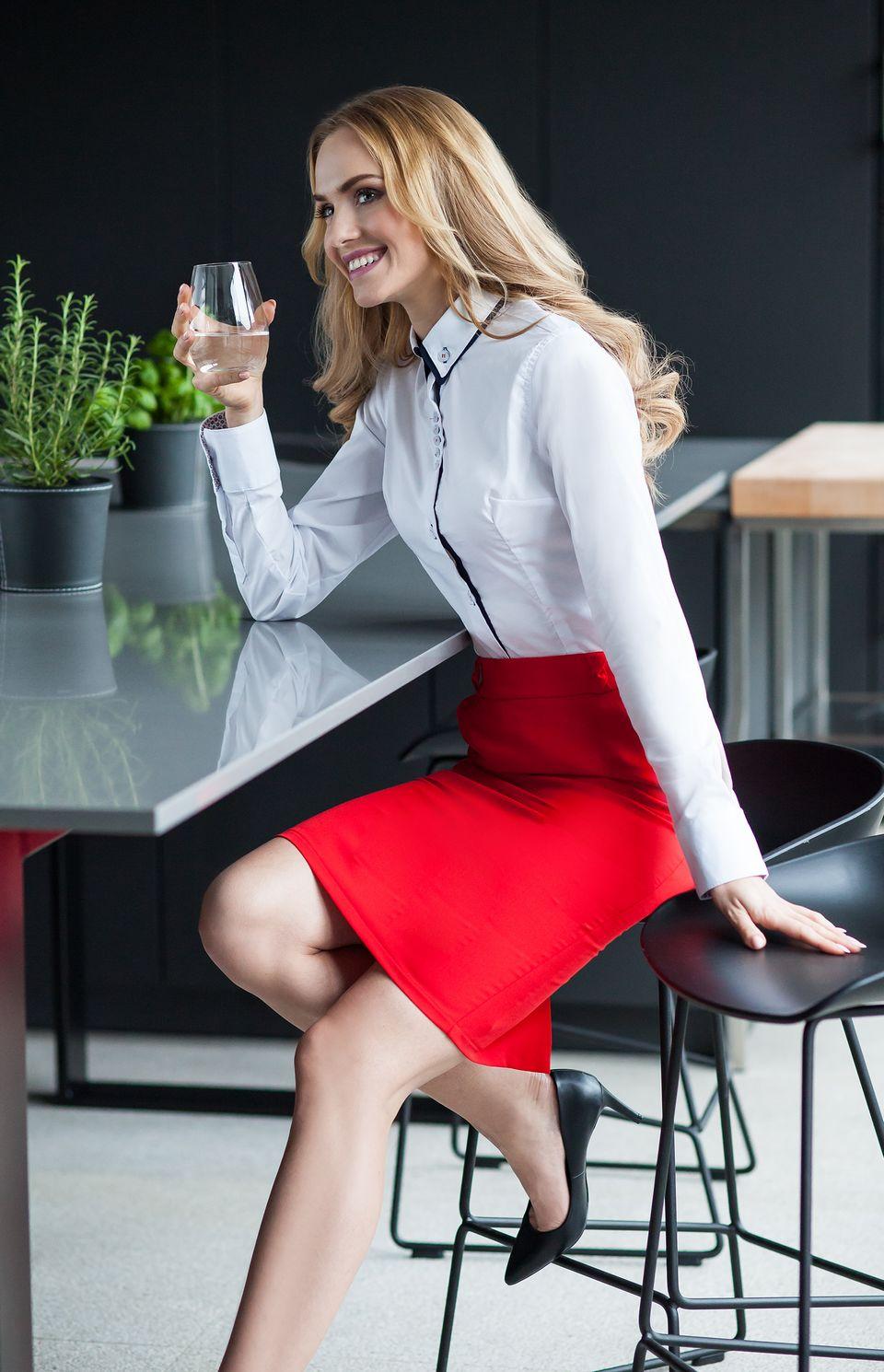 jupe crayon passants rouge style s008r idresstocode boutique de d shabill s et nuisettes. Black Bedroom Furniture Sets. Home Design Ideas
